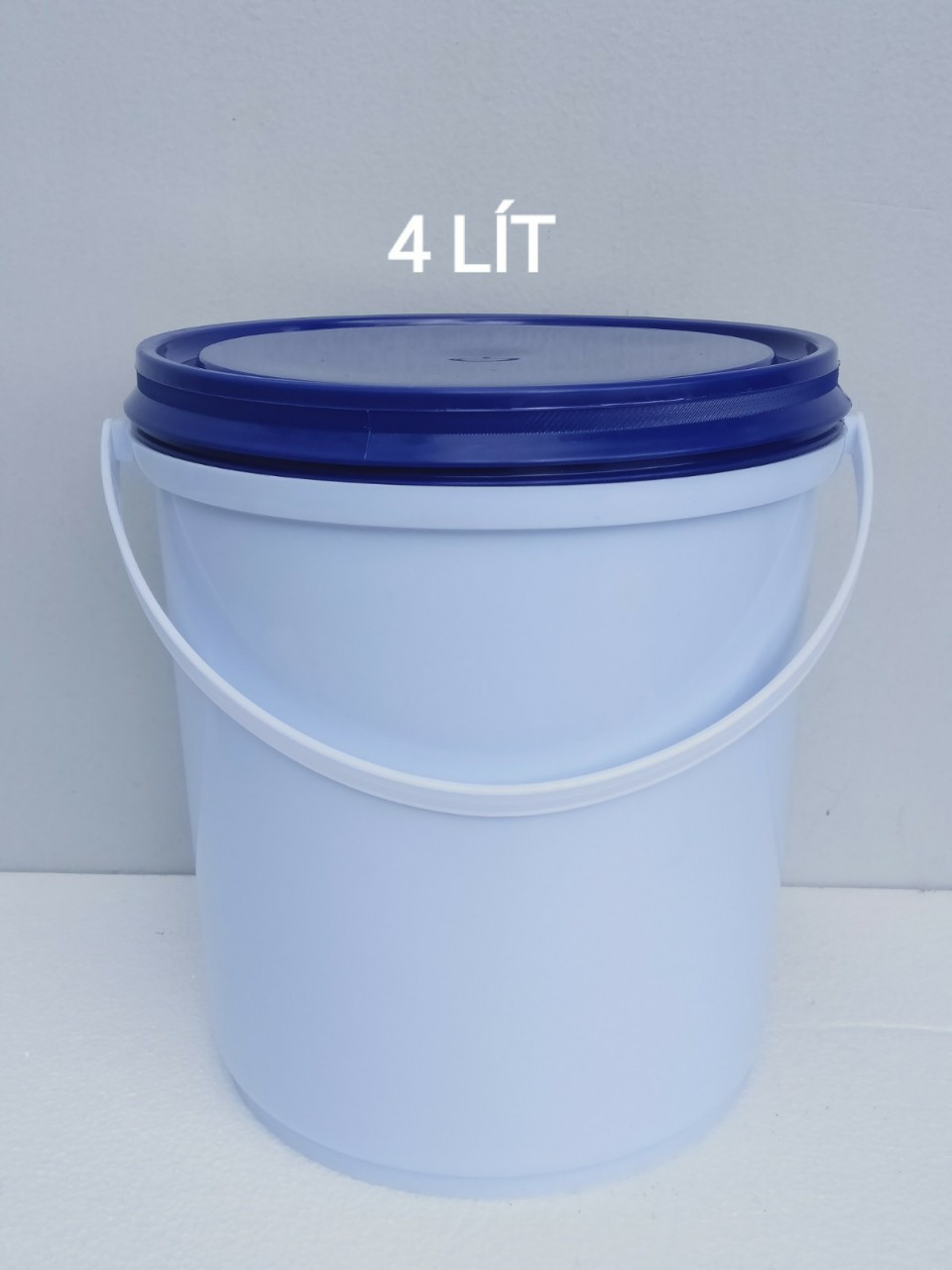 Thùng trắng nắp xanh 4L